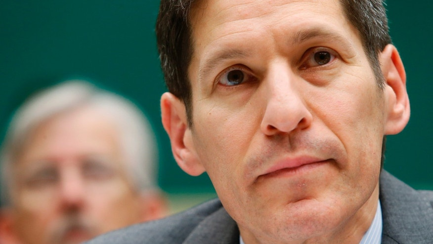 Centers for Disease Control and Prevention Director Tom Frieden testifies before a House Energy and Commerce Oversight and Investigations Subcommittee hearing on the U.S. response to the Ebola crisis, in Washington October 16, 2014.  REUTERS/Jonathan Ernst