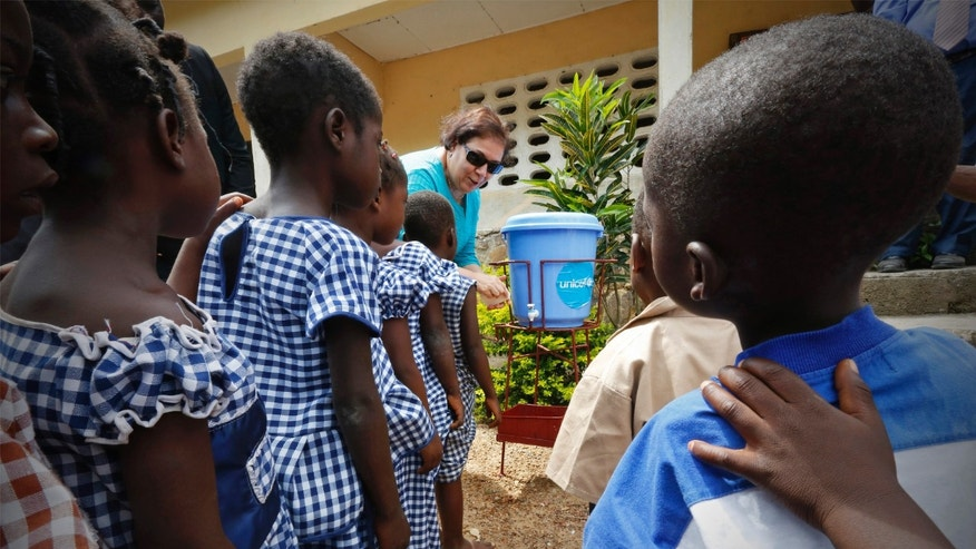 United Nations Children's Fund (UNICEF) Ivory Coast Representative Adele Khudr teaches children how to wash their hands during an Ebola awareness drive in Gueupleu, Man, in western Ivory Coast November 3, 2014. REUTERS/Thierry Gouegnon