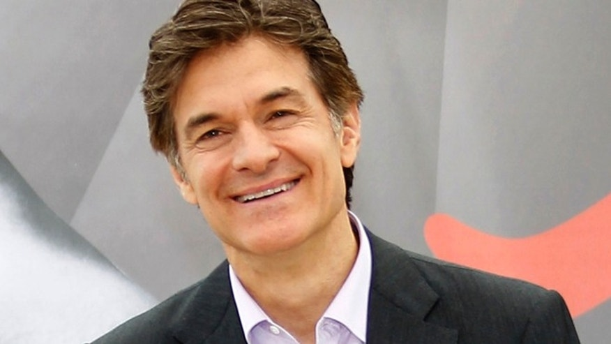 "Health expert Mehmet Oz poses during a photocall for the TV series ""The Dr Oz Show"" at the 52nd Monte Carlo Television Festival in Monaco June 13, 2012.      REUTERS/Eric Gaillard (MONACO - Tags: ENTERTAINMENT HEALTH) - RTR33J6A"