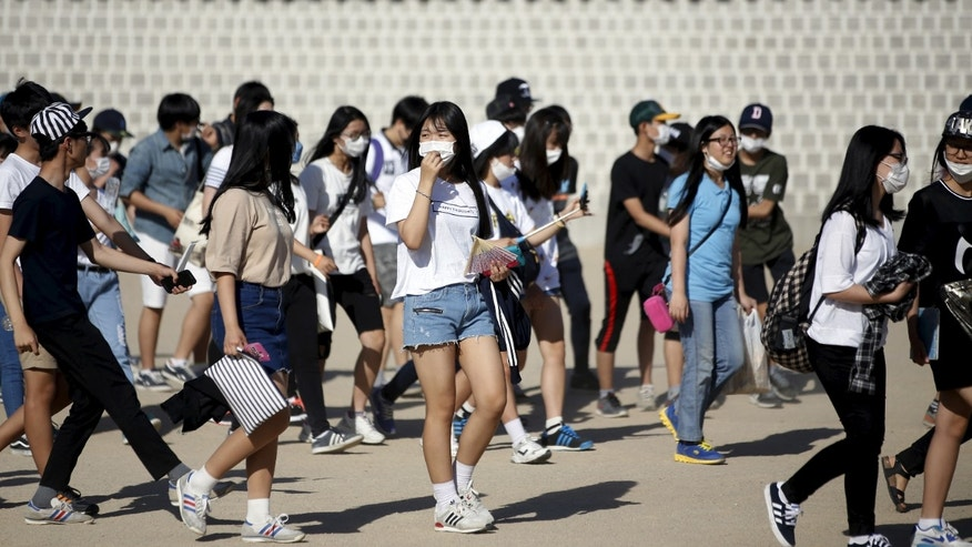 South Korean students wearing masks to prevent contracting Middle East Respiratory Syndrome (MERS) walk at the Gyeongbok Palace in central Seoul, South Korea June 3, 2015. REUTERS/Kim Hong-Ji