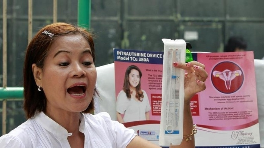 A medical worker explains a family planning method using the Intra Uterine device (IUD) to housewives in a local government health centre in Navotas, Metro Manila March 3, 2011. REUTERS/Erik de Castro