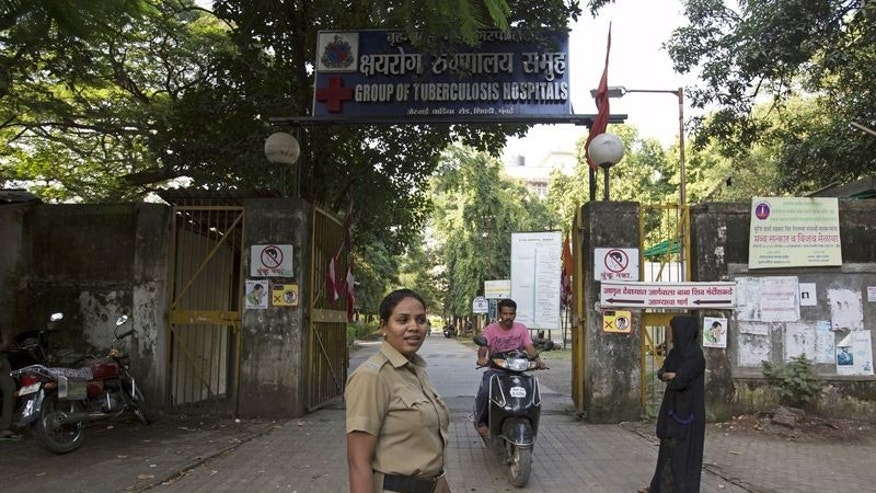 A security woman stands guard outside the Group of TB Hospitals in Mumbai, India, September 28, 2015.  REUTERS/Danish Siddiqui