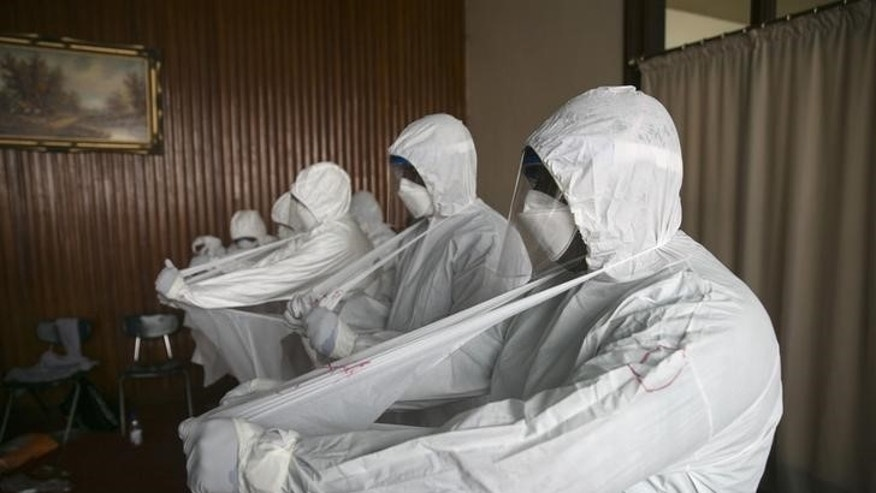 Sierra Leonean doctors practise wearing protective clothing in the Ebola Training Academy in Freetown, Sierra Leone, December 16, 2014. REUTERS/Baz Ratner/Files