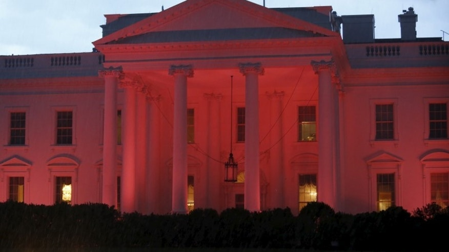 The White House is lighted in pink color in support of breast cancer awareness month, in Washington, October 9, 2015.  REUTERS/Yuri Gripas