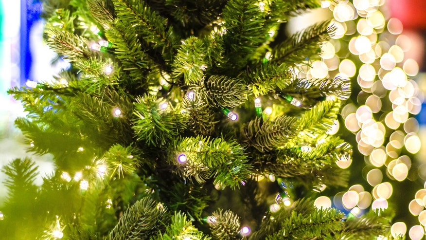 artificial_christmas_tree_istock