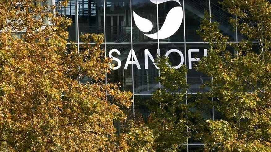 The Sanofi logo is seen at the company's headquarters in Lyon, France, October 26, 2015. French drugs firm Sanofi will present its Q3 results on October 29.   REUTERS/Robert Pratta