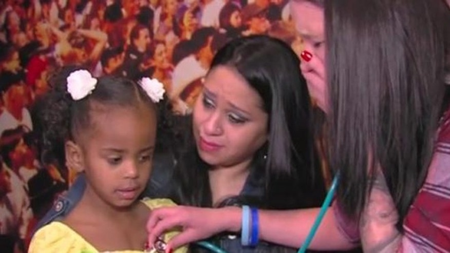 Heather Clark (right) listens to her son Lukas' heart beating inside organ recipient Jordan Drake (left) as her mother, Esther Gonzalez, looks on. (Image: Screen shot from Fox10, original video courtesy Donor Network of Arizona)