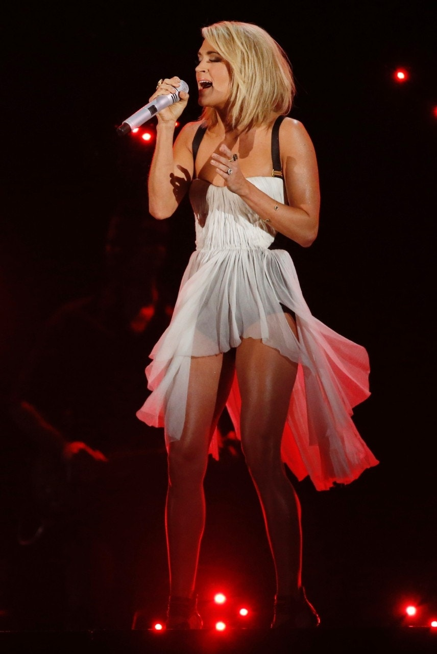 The workout that keeps Carrie Underwood fit