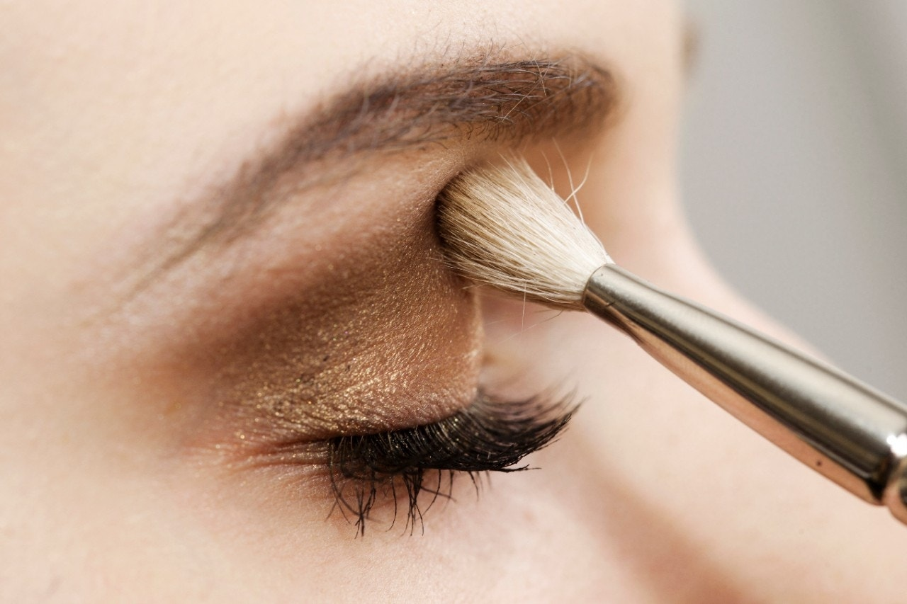 10 toxic chemicals to avoid in eye makeup