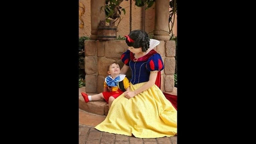Video of 2-year-old boy'falling in love'with Snow White goes viral
