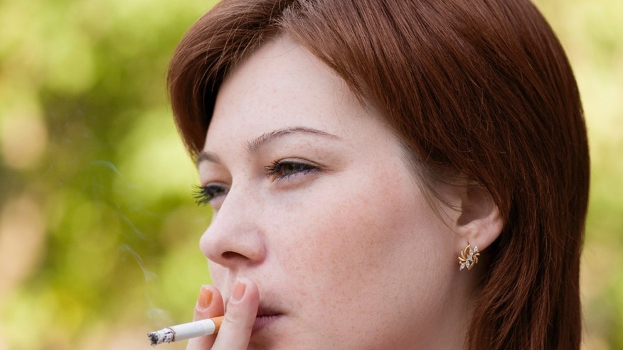 French hospitals to pay pregnant women to stop smoking, report says