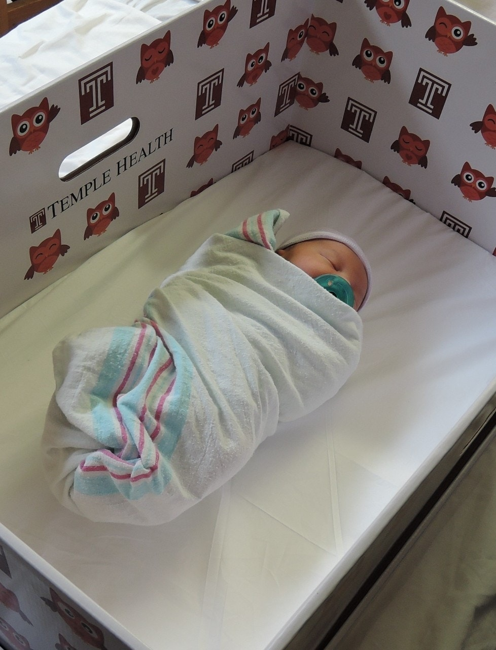 Baby bed for parents bed - Philadelphia Hospital Giving Out Baby Boxes To Promote Safe Newborn Sleep Fox News