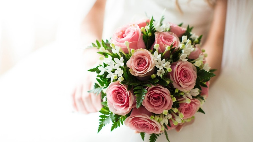 wedding_bouquet_dress_istock