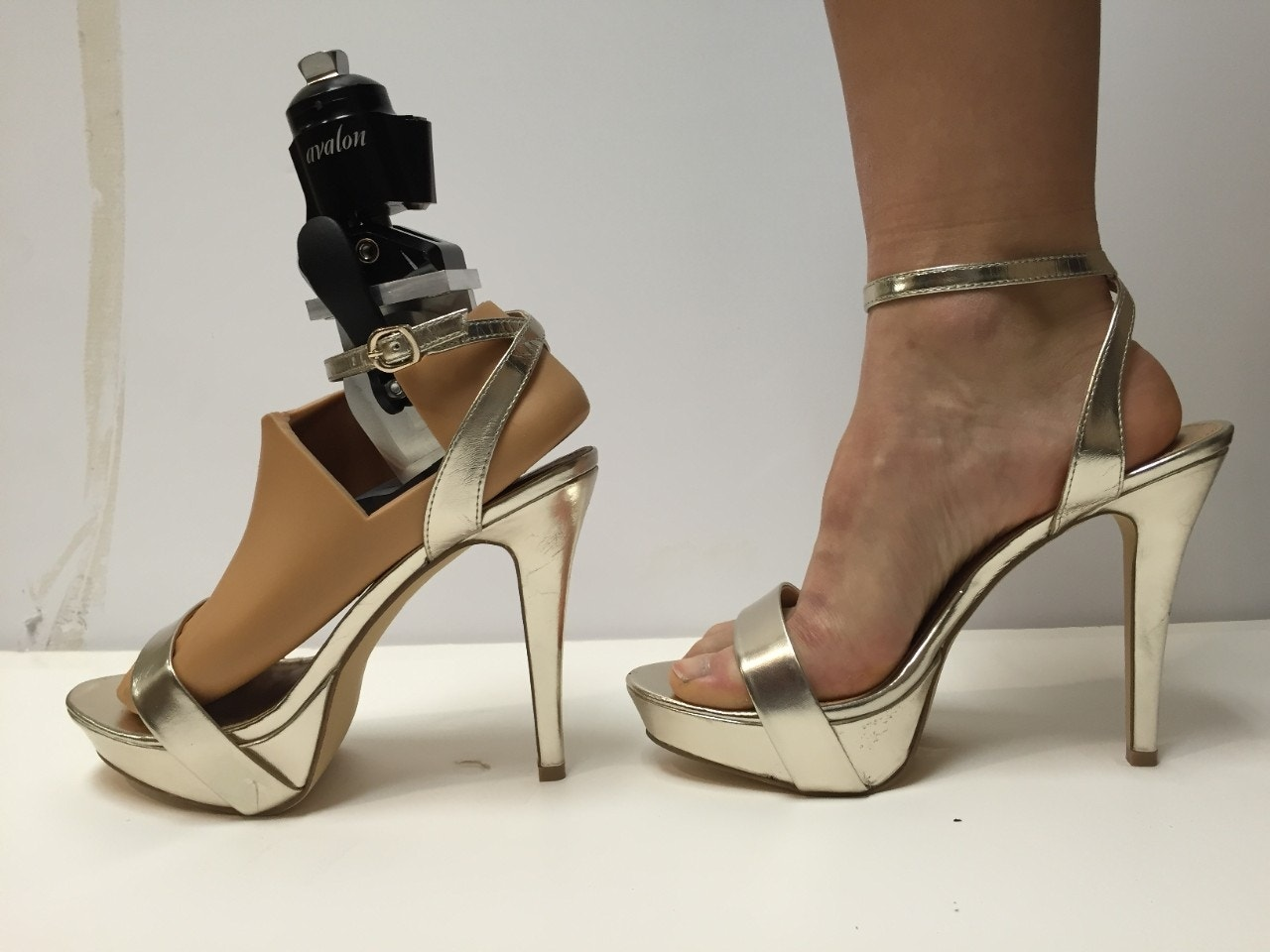 johns hopkins university students develop prosthetic foot. Black Bedroom Furniture Sets. Home Design Ideas