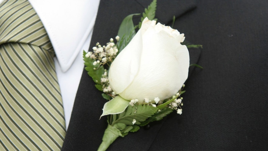 boutonniere_prom_istock