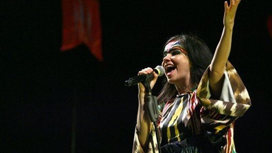 Bjork performs in Shanghai.