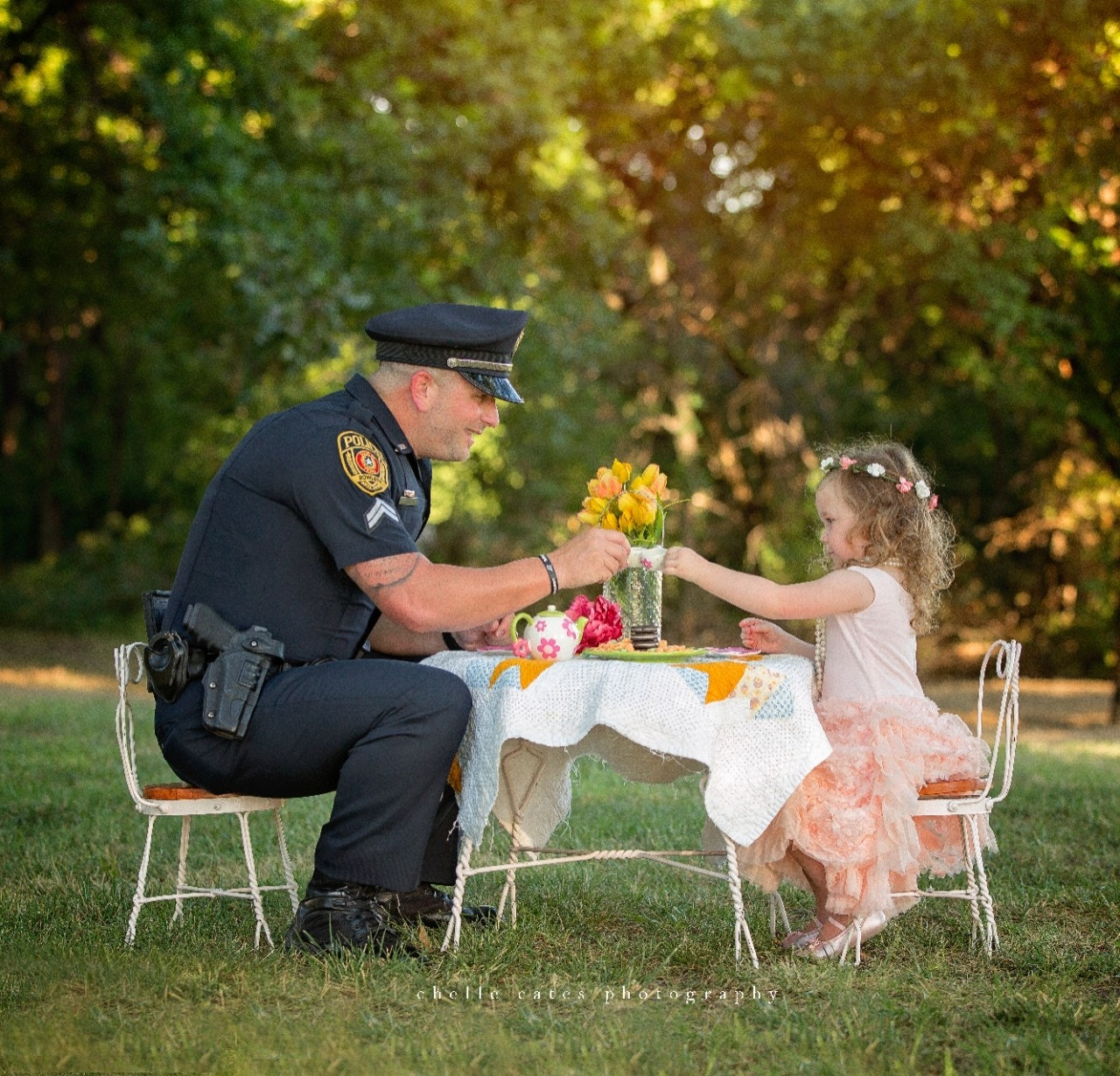 Child Saves Choking Mother By Performing Heimlich Maneuver: 1 Year After Saving Her Life, Texas Police Officer Has Tea