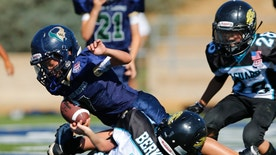 A La Costa Canyon Mighty Mavericks player scores a touchdown during their Pop Warner football game against the Valley Center Mighty Jaguars in Carlsbad, California September 15, 2012.  Picture taken September 15, 2012.            To match Feature USA-FOOTBALL/CONCUSSIONS        REUTERS/Mike Blake  (UNITED STATES - Tags: SPORT HEALTH FOOTBALL) - RTR387O2