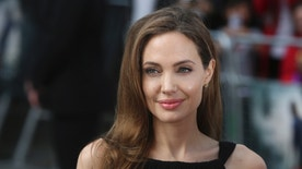 Angelina Jolie arrives for the world premiere of her fiance Brad Pitt's film World War Z in London June 2, 2013.   REUTERS/Neil Hall (BRITAIN  - Tags: ENTERTAINMENT) - RTX109C8