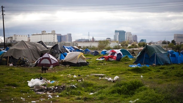 A tent city is seen in Sacramento, California March 15, 2009. Sacramento's tent city has seen an increase in population as unemployment numbers grow in the US. REUTERS/Max Whittaker (UNITED STATES SOCIETY BUSINESS) - GM1E53G0UR101