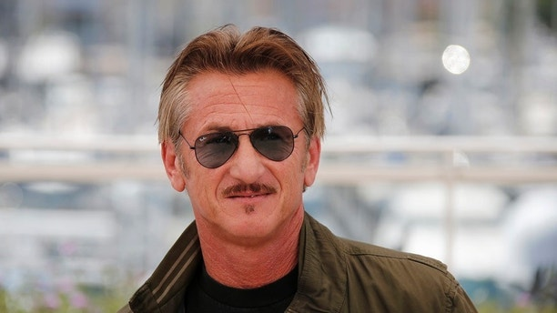 "Director Sean Penn poses during a photocall for the film ""The Last Face"" in competition at the 69th Cannes Film Festival in Cannes, France, May 20, 2016. REUTERS/Jean-Paul Pelissier   - LR1EC5K11ZRYX"