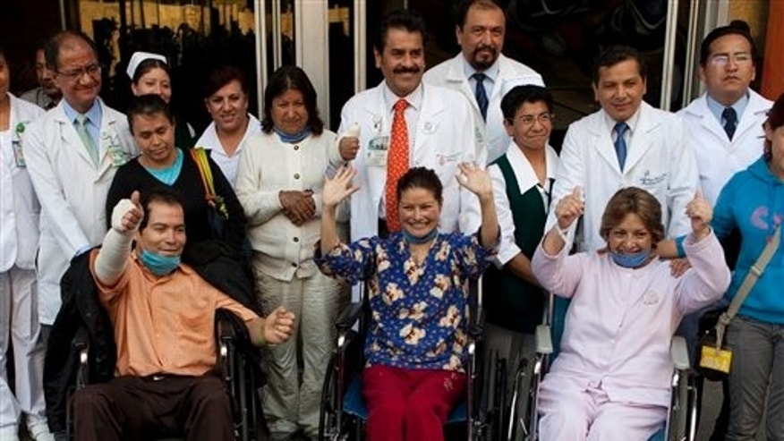 "Erika Hernandez, 28, sitting center, Rosa Maria Velazquez, 57, sitting right, and Alfonso Ortiz, 43, sitting left, wave to the press after they were discharged from the hospital after having successful heart transplants in Mexico City, Tuesday Jan. 24, 2012.  Hernandez made national news on Jan. 11 when her new heart was accidentally dropped while being transported to the hospital where she was waiting for surgery.  Mexico City police said they used a helicopter to deliver the heart in ""a rapid, precision maneuver."" But after exiting the chopper, a medic stumbled and the plastic-wrapped heart tumbled out of a cooler onto the street. (AP Photo/Eduardo Verdugo)"