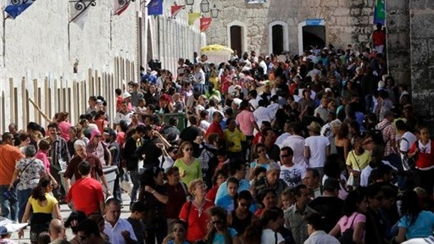 People attend the annual International Fair Book at the Morro Castle fortress in Havana, Cuba, Wednesday Feb. 16, 2011. Cuba is in the middle of hosting the 20th edition of its' International Book Fair, which was inaugurated on Feb. 10.  (AP Photo/Franklin Reyes)