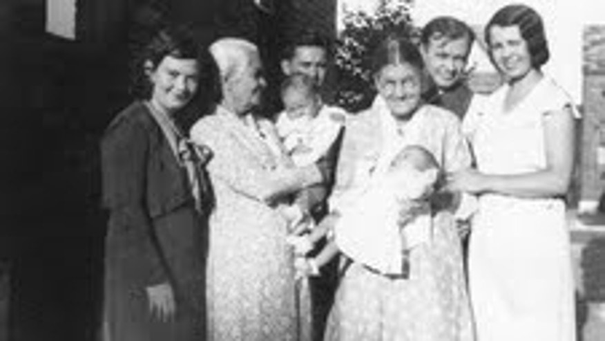 Pablo Schneider's abuelos, mama, and bisabuela are on the far right in the photo.