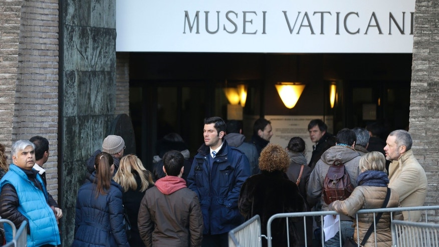 "People queue to enter the Vatican Museums, at the Vatican Thursday, Jan. 3, 2013. It's ""cash only"" now for tourists at the Vatican wanting to pay for museum tickets, souvenirs and other services after Italy's central bank decided to block electronic payments, including credit cards, at the tiny city state. (AP Photo/Alessandra Tarantino)"