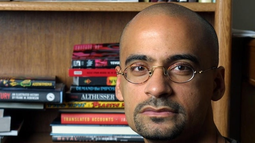 "** FILE ** Writer and Syracuse University professor Junot Diaz poses for a portrait in his Syracuse, N.Y., apartment Nov. 7, 2001. Diaz was awarded the Pulitzer for Fiction for ""The Brief Wondrous Life of Oscar Wao."" (AP Photo/Jim McKnight,File)"