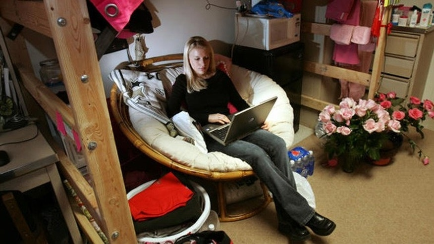 ** ADVANCE FOR Tuesday, DEC. 7 **Christina Rainie, 19, uses her laptop while waiting between classes in her dorm room at the University of Georgia in Athens, Ga., Friday, Nov. 19, 2004.  (AP Photo/John Amis)