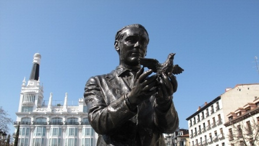 Sculpture of poet Federico García Lorca in the Plaza de Santa Ana in Madrid, opposite the Teatro Spanish, was entrusted to the sculptor Julio López in 1984 to commemorate the fiftieth anniversary of the premiere of Yerma, Spain, 12th March 2014. (Photo by Cristina Arias/Cover/Getty Images)