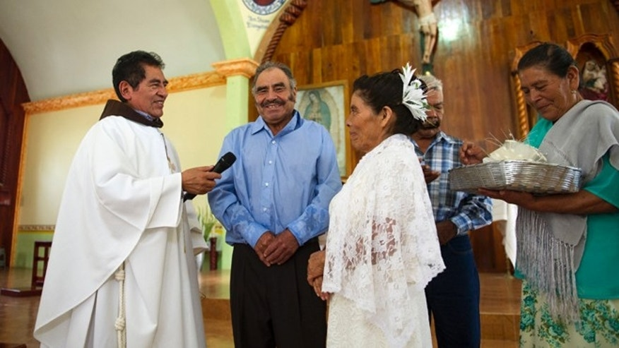 Francisca Santiago, 65, and Pablo Ibarra, 75, exchange wedding vows on July 23, 2016.
