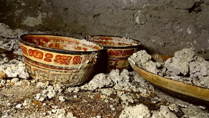Detailed view of ceramic vessels found in one of the Holmul tombs. (Photo: Francisco Estrada-Belli).