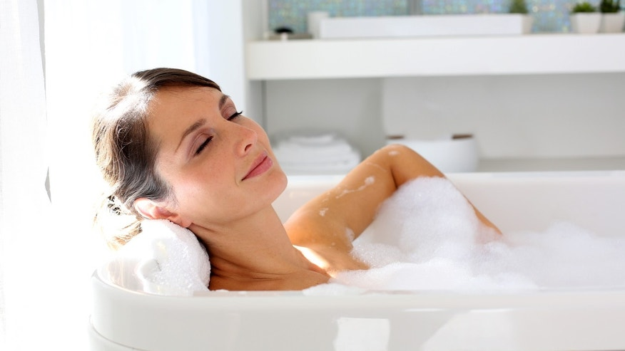 Relaxing on hot bath lose more weight