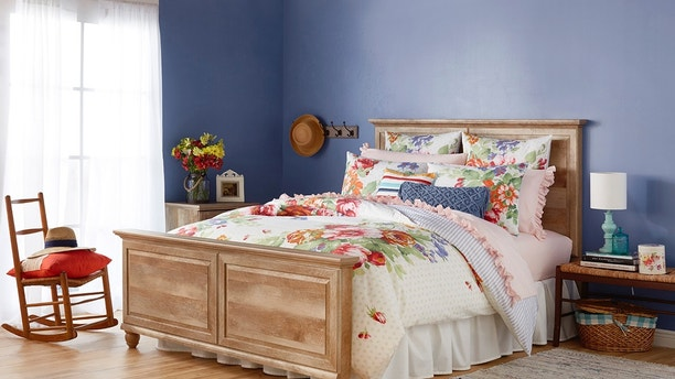 Pioneer Woman Ree Drummond Announces New Bedding Line With