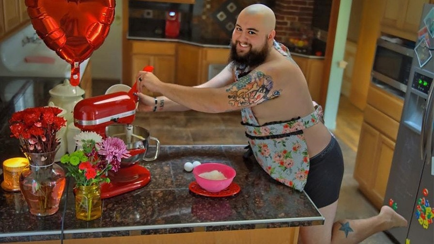 Husband takes 'dudeoir' photos to cheer up wife diagnosed with cancer