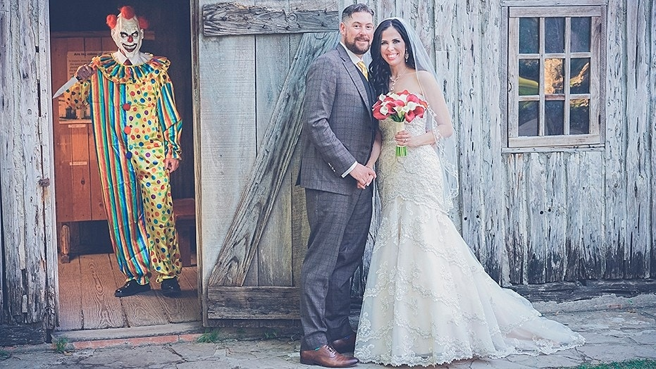 Killer clown wedding photo shocks newlywed on her anniversary fox killer clown wedding photo shocks newlywed on her anniversary fox news junglespirit