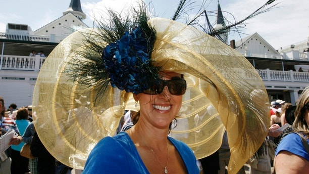 Race fan Julie Casteel displays her hat before the 134th running of the Kentucky Derby horse race at Churchill Downs in Louisville, Kentucky, May 3, 2008.     REUTERS/Jeff Haynes (UNITED STATES) - GM1E454049W01
