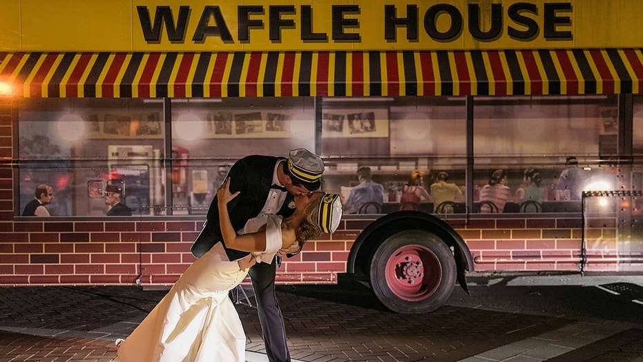 These newlyweds love Waffle House so much, they hired a food truck to appear at the end of the night and posed for photos in front of it.