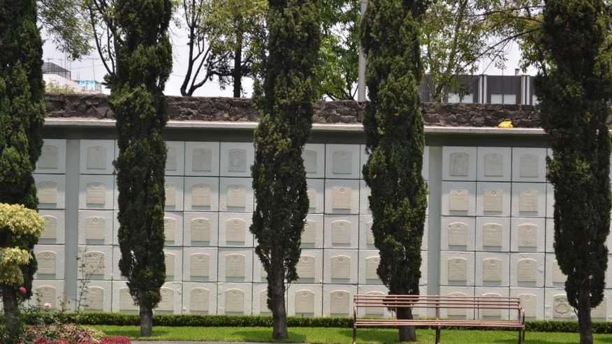 Surrounding the cemetery are plaques that represent more than 800 veterans, family members and members of U.S. diplomatic missions in Mexico.