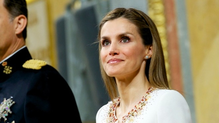 MADRID, SPAIN - JUNE 19:   King Felipe VI of Spain and Queen Letizia of Spain during his inauguration at the Parliament (Congreso de los Diputados) on June 19, 2014 in Madrid, Spain. The coronation of King Felipe VI is held in Madrid. His father, the former King Juan Carlos of Spain abdicated on June 2nd after a 39 year reign. The new King is joined by his wife Queen Letizia of Spain.  (Photo by Juan Naharro Gimenez/Getty Images)
