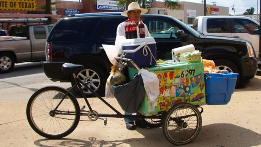 A local bicycle vendor on Jefferson Blvd. (Photo: Claire Bellor/Fox News Latino)