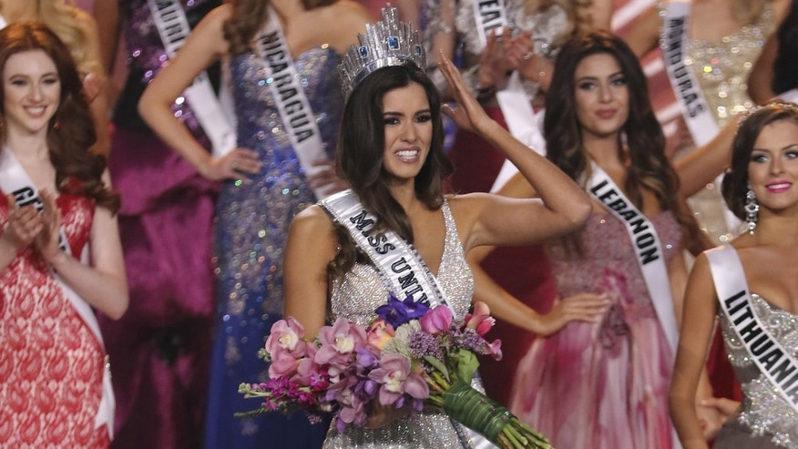 MIAMI, FL - JANUARY 25:  Miss Colombia Paulina Vega is crowned Miss Universe 2015 onstage during The 63rd Annual Miss Universe Pageant at Florida International University on January 25, 2015 in Miami, Florida.  (Photo by Alexander Tamargo/Getty Images)