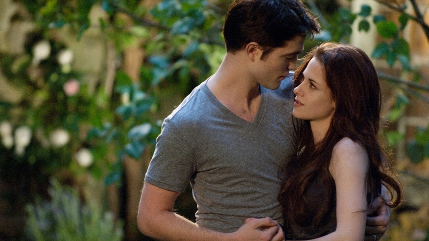 (L-R) ROBERT PATTINSON and KRISTEN STEWART star in THE TWILIGHT SAGA: BREAKING DAWN-PART 2Ph: Doane Gregory© 2011 Summit Entertainment, LLC.  All rights reserved.