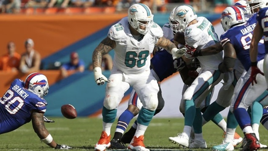 October 20, 2013: Richie Incognito (68) is seen during a game between the Miami Dolphins and Buffalo Billis (AP Photo)