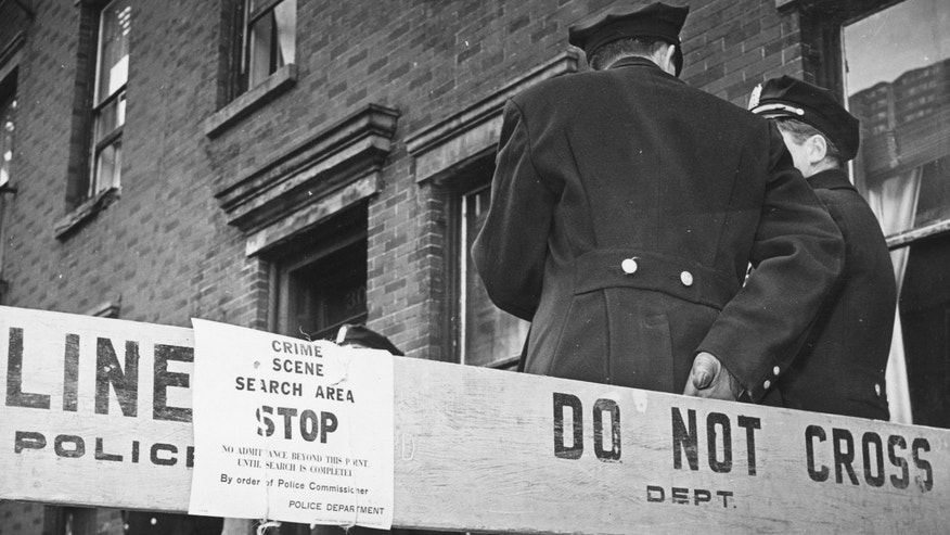 3rd March 1961: Police stand in front of the cordoned off house where 4-year-old Edith Kiecorius was murdered by Fred Thompson, in New York, USA.