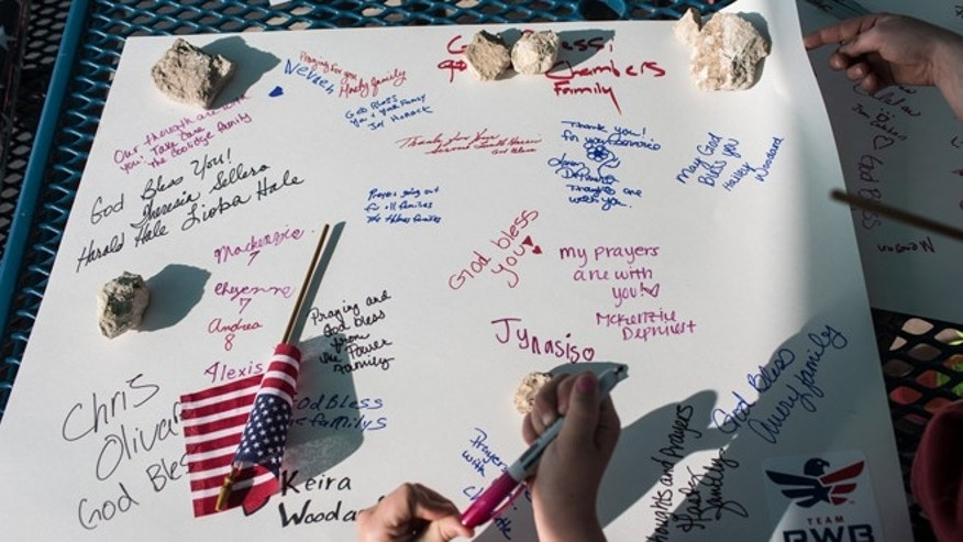 April 4, 2014: People sign posters fo the families of the victims affected by the Fort Hood shootings, Killeen, Texas.