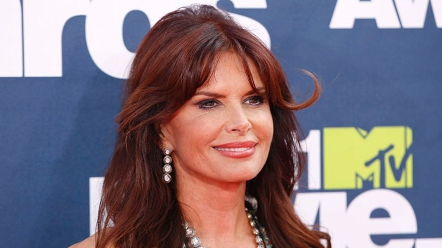 Actress Roma Downey arrives at the 2011 MTV Movie Awards in Los Angeles June 5, 2011. (MTV-ARRIVALS) REUTERS/Danny Moloshok (UNITED STATES - Tags: ENTERTAINMENT) (MTV-ARRIVALS) - RTR2NC6W