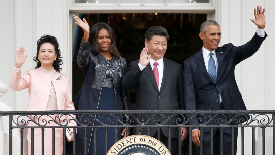 President Barack Obama, Chinese President Xi Jinping, first lady Michelle Obama and Chinese first lady Madame Peng Liyuan wave from the Truman Balcony of the White House in Washington, Friday, Sept. 25, 2015, after a state arrival ceremony for the Chinese president on the South Lawn. (AP Photo/Evan Vucci)